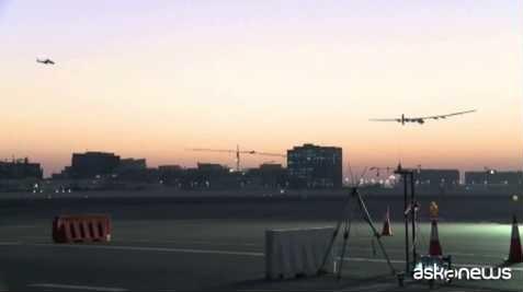 Solar Impulse 2 atterra nell'Oman, prima tappa del giro del mondo