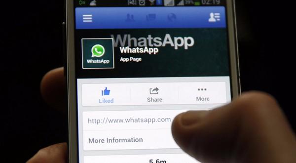 """Whatsapp verso l'introduzione del pulsante """"mi piace"""""""