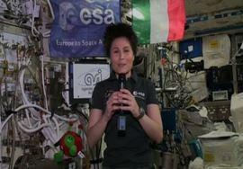 @astrosamantha a ministro Giannini: più scienza a scuola (VIDEO)