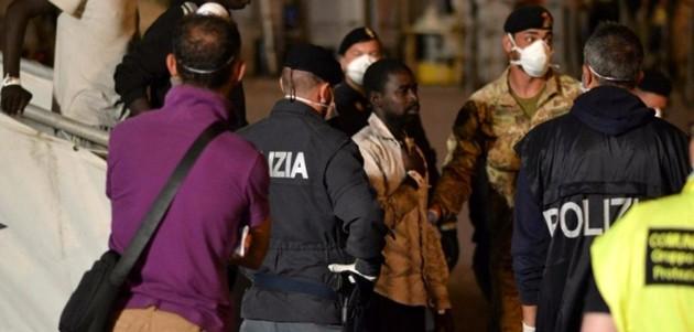 Immigrati, superstiti arrivati a Catania. Arrestati 2 scafisti (VIDEO)