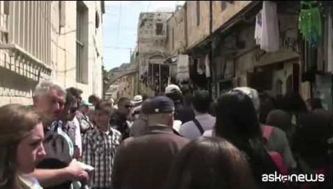 In migliaia celebrano il Venerdì santo a Gerusalemme