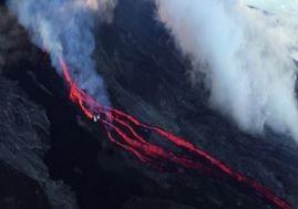Isola di Reunion, spettacolare eruzione del Piton de la Fournaise