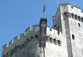 Spettacolari tuffi a La Rochelle con il Cliff Diving