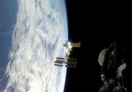 L'attracco della Soyuz all'Iss visto dagli astronauti (VIDEO)