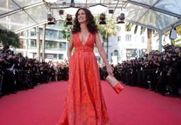 Cannes, Andie Macdowell splendida 57enne che osa in passerella (VIDEO)