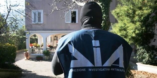 """Colpo alle casse di Messina Denaro, sequestro da 13 mln. Renzi: """"Contro la mafia, senza paura"""""""