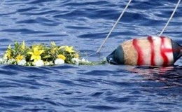 """Immigrati, altri 5 morti in mare. Pm: """"Calpestati da altri profughi"""". Allarme scabbia"""