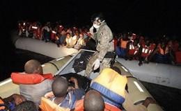 Migliaia di migranti soccorsi in mare. Bimba nasce a bordo della nave Bettica della Marina