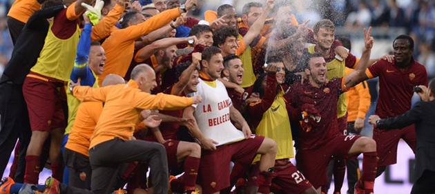 Roma vince il derby 2-1 ed è seconda, Lazio a spareggio Champions
