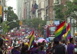Migliaia di persone a New York celebrano il Gay Pride