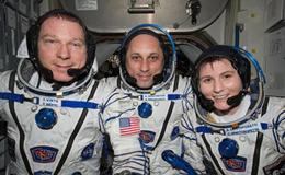 @AstroSamantha è tornata a casa. Atterrata la navetta Sojuz