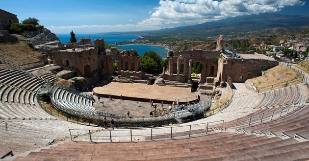 Viaggi e cultura, Teatro Greco di Siracusa e Teatro Antico di Taormina sul podio nazionale