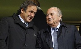 Blatter e Platini uno accanto all'altro a San Pietroburgo