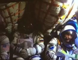 """Spazio, l'""""atterraggio dolce"""" della Soyuz di @astrosamantha"""