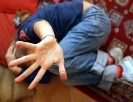 Maltrattamenti a bimbi, arrestata educatrice in Provincia di Pistoia