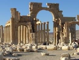 Siria, l'Isis distrugge l'Arco di trionfo del sito di Palmira