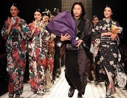 In passerella a Tokyo torna il kimono, ma è sexy e rock (video)