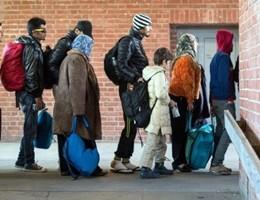 Migranti nelle parrocchie, ecco come funziona l'accoglienza (video)