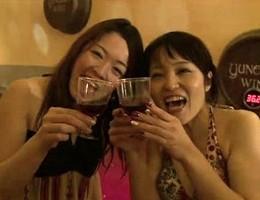 I giapponesi fanno il bagno nel Beaujolais nouveau
