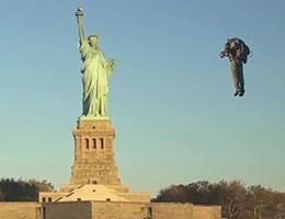 A spasso nel cielo di New York con lo zaino-jet