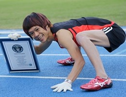 """Nuovo record per l""""'uomo-scimmia"""": 100m in 15.71 con mani e piedi (video)"""
