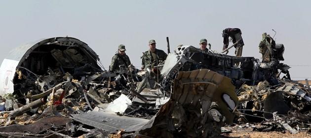 Abbattuto da una bomba aereo russo schiantatosi nel Sinai. Putin: stop voli con l'Egitto