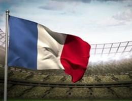 Ritorna in campo la seria A con Marsigliese e bandiera Francia
