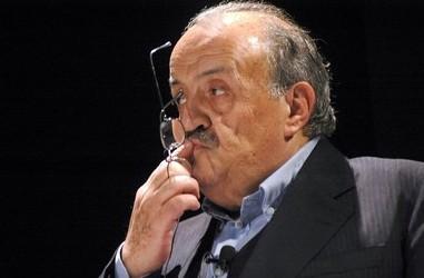 """Gli 80 anni di Maurizio Costanzo, il """"padre"""" del talk show"""