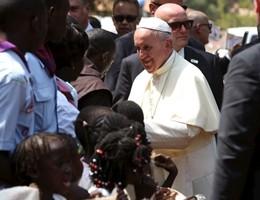 Il Papa in visita alla moschea di Bangui, in Centrafrica