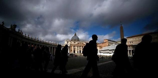 Corvi, beatificazioni a caro prezzo e case ad affitti stracciati