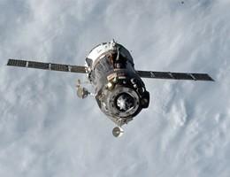 Spazio, brivido sull'Iss: la Soyuz ha attraccato ''in manuale''
