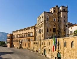Scattano le misure antiterrorismo al parlamento siciliano, è già polemica