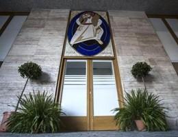 Giubileo, ecco la quinta Porta Santa con il mosaico di Rupnik (video)