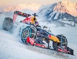 Impresa Red Bull, la monoposto gira sulla neve a Kitzbühel