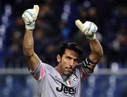 """Buffon rinnova fino al 2018: """"Crescere per la Champions"""""""