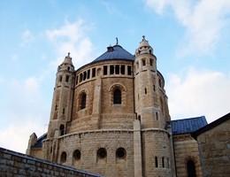 Gerusalemme, graffiti anticristiani sulla Chiesa della Dormizione (video)