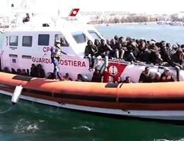 Salvati dalla Guardia costiera nel Canale di Sicilia 131 migranti