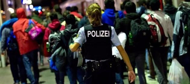 """Capodanno choc a Colonia, abusi su 80 donne da """"1.000 immigrati"""""""