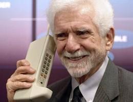 """Sparisce il brand """"Motorola"""", il primo cellulare ora parla cinese"""