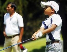 Shubham, il bambino prodigio di 11 anni del golf indiano (video)