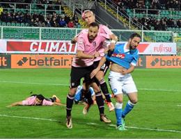 Napoli passa 1-0 a Palermo e continua corsa alla Juve