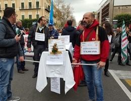 Vertenza Almaviva, centinaia di lavoratori in piazza a Palermo