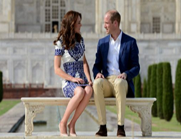 William e Kate come Diana, foto ricordo sulla panchina del Taj Mahal