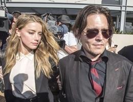 Australia, la moglie di Johnny Depp evita il carcere per i cani