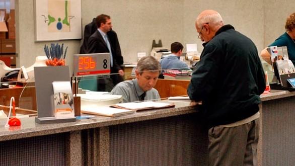 Banche: sofferenze risalgono, prestiti imprese e famiglie continuano a calare