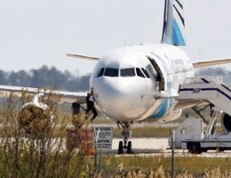 EgyptAir, caccia alle scatole nere. Tra 4 settimane addio al segnale