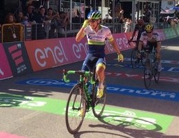 Giro d'Italia, tappa a Nibali. Chaves nuova maglia rosa