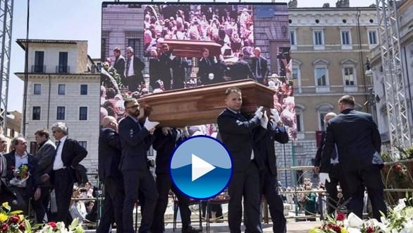 """L'addio a Pannella, in migliaia ai funerali a piazza di """"Marco"""". Bonino: """"Ci sono omaggi che puzzano di ipocrisia"""""""