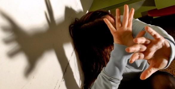 Una 21enne violentata a Parma, arrestati due uomini. In manette un italiano e un nigeriano
