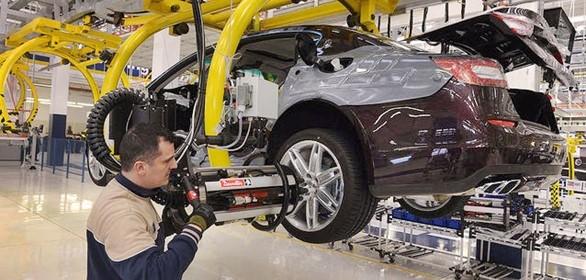 Industria, al via il nuovo contratto di sviluppo. Calenda: 2,5 miliardi per la ripresa del settore